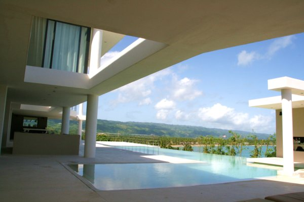 VILLA MD HOUSE This new fantastic, luxury and modern villa (with 4 levels) for 16 people is situated on a splendid hill, just between the two most beautiful beaches of Las Terrenas